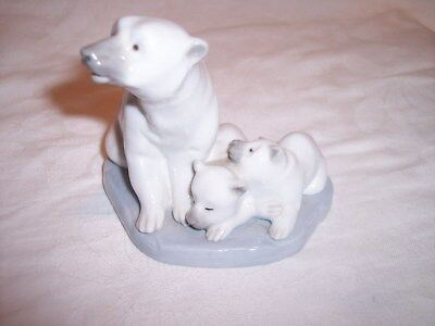 Lovely Vintage Lladro Figure Of Polar Bear Group - Adult And 2 Cubs Seated