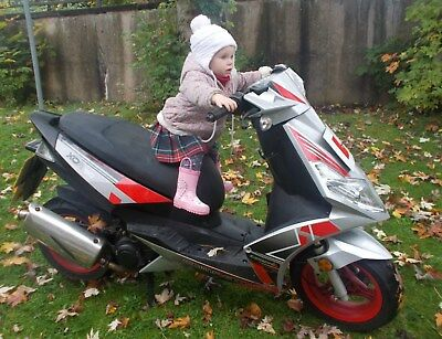 Generic Scooter Xor 50 Silver And Black Red Wheels
