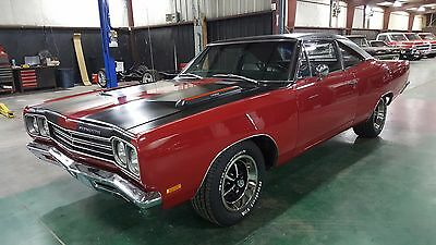 1969 Plymouth Road Runner Matching Numbers 383 / Automatic 1969 Plymouth Road Runner 383 Magnum / Auto.  Matching Numbers