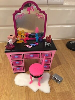 Barbie Dressing Table Set In Lovely Condition - Lots Of Accessories