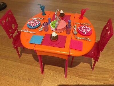 Barbie Dining Table Set In Lovely Condition - Lots Of Accessories