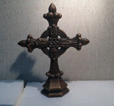 Pretty Decorative Heavy Brass/ Bronze Cross with Flower Middle