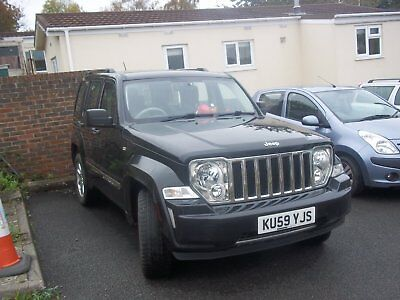 Black Jeep cherokee limited auto diesel 2.8 , 59 plate
