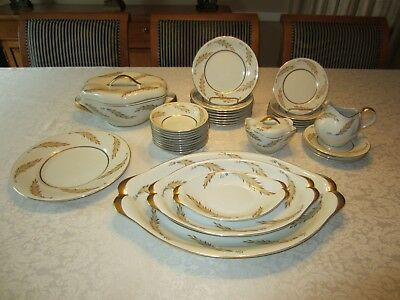 "Collection of 34 Pieces of Meito Norleans China ""Courtley"" Pattern"