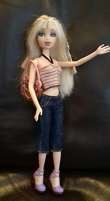 Barbie My Scene Miami Getaway Delancey doll. Redressed in similar outfit.
