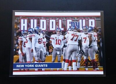NY Giants Huddle Up / Eli Manning #7 Panini Score 2017 NFL Football Card
