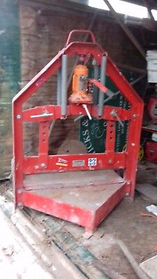 Fairport concrete block / slab cutter