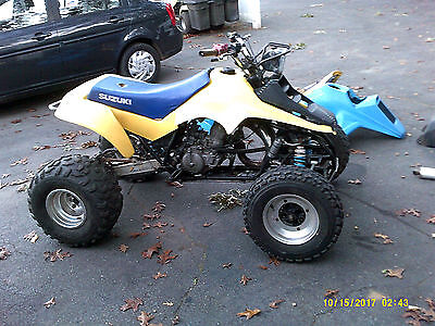 1986 Suzuki LT250R plus many spare parts with complete frame