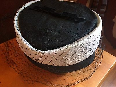 Ladies True Vtg 1940s Cap Retro WW2 Wartime Black White Pill Box Hat w/ Veil