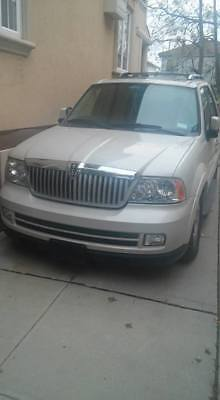 2005 Lincoln Navigator  2005 Lincoln Navigator For Parts or Repair Not Working Bad Engine