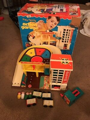 Vintage Fisher Price No 930 Play Family Action Garage With Original Box
