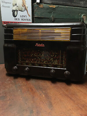 Vintage Kriesler Bakelite Tube Radio Model No 11-7