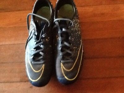 Soccer Boots Nike US 8 Or 26 Cm