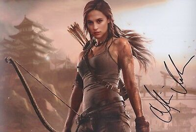 ALICIA VIKANDER Tomb Raider Foto 20x30 original IN PERSON signiert Autograph RAR