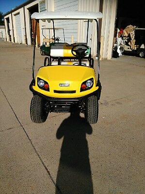 EZGo 6 passenger golf cart - Electric (cart has only been used approx: 20 hrs)