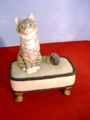 Border Fine Arts C14 Comfy Cat on Footstool A Cat Around the House 89-91 Ayres