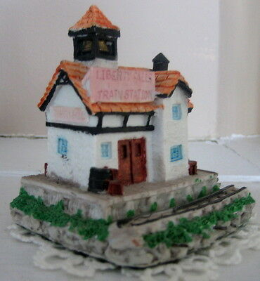 LIBERTY FALLS TRAIN STATION figurine AH01 1989 RETIRED 1991 collectible new