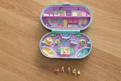 Polly Pocket Baby sitting tampon stamper 1992 avec bébé ourson et tricycle
