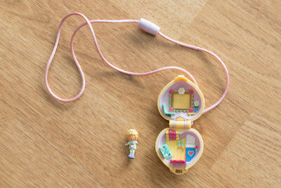 """Collier """"Polly in her bedroom"""" 1991 Polly Pocket Bluebird vintage"""