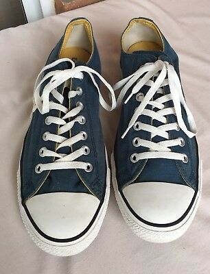 CONVERSE All Star Low Tops Men's Size 11 Womens Size 13...LIKE NEW