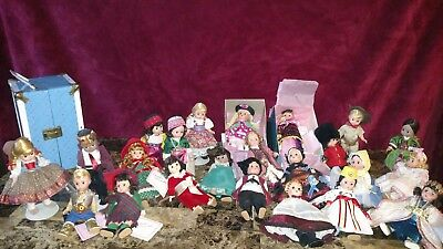 "Lot of 26 MADAME ALEXANDER DOLLS 8"" Miniature Showcase Collection +bonus"" trunk"""