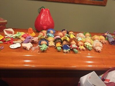 Vintage Kenner Strawberry Shortcake Lot Of 20 Dolls, Clothes And Strawberry Case