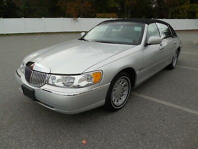 2002 Lincoln Town Car  2002 Lincoln Town Car low 75,000 miles