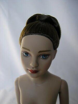 """10"""" Tonner Tiny Kitty 2003 BRUNETTE SHOWGIRL COMPANION doll w/ STAND, great cond"""