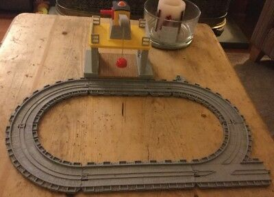 Take Along And Play Thomas Gantry Magnetic Crane And Oval Track Pieces