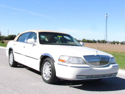 2006 Lincoln Town Car Signature 2006 Lincoln Town Car Signature~Low Miles~Pearl White~Runs Great~NO RESERVE!!