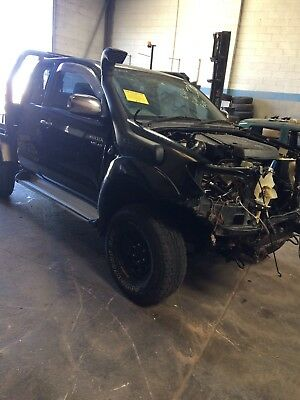 Wrecking Toyota Hilux SR5 2005 Extra Cab