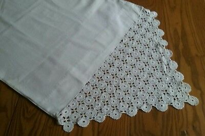 """Set Of Vintage Pillowcases Pillow Covers ~ Beautiful 10"""" Hand Crocheted Border"""