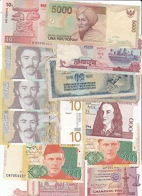 Clearance Lot Of 700+ World Banknotes
