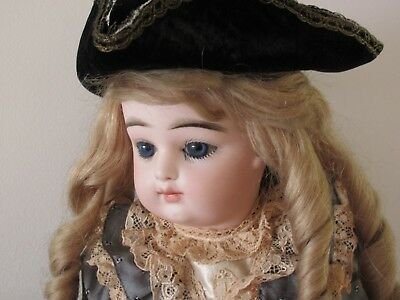 "Francois Gaultier . Antique Doll Size 6 Closed Mouth . 40 Cm . 15 3/4"". Bebe Fg"