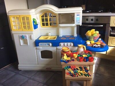 LITTLE TIKES PLAY KITCHEN Great condition! Lots of extras!
