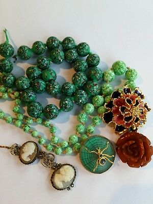 Vintage lot spare project Spotted beads Peking Glass bakelite cameo spider