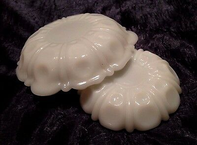 Vintage Anchor-Hocking; 2 Nesting THUMB-PRINT Opal-White Milk-Glass ASHTRAYS