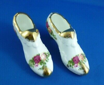 Pair Of  Shoes  Old Country Roses By Royal Albert Ltd 1962  England