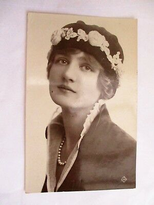 Young Lady & Hat - Old Portrait / Beauty Postcard