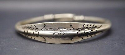 Antique silver Chinese decorated bracelet 19th century AD - with hallmark