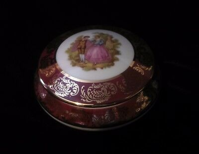 Limoges ''Courting Couple'' Trinket/Rings/ Pill Box Decorative Collectable