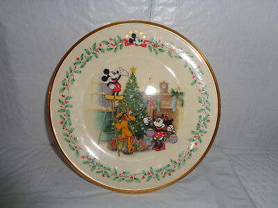 """Lenox / Disney - Mickey & Co. """"Decorating The Tree"""" Holiday Plate With Gold Rim"""