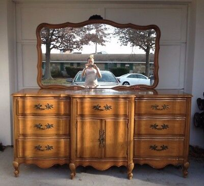 Antique French Provincial 6-pcs Bedroom Set