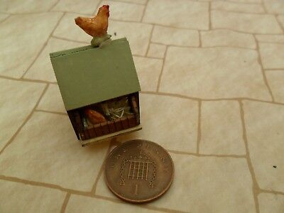Dollshouse quarter scale 1/48th hen house with hen and rooster suitable O gauge