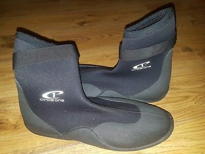 Circle One Wet Suit Boots Size 11