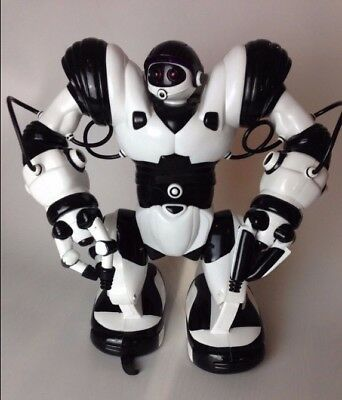 WowWee Robosapien Robot Interactive Toy with Remote Control fully working.