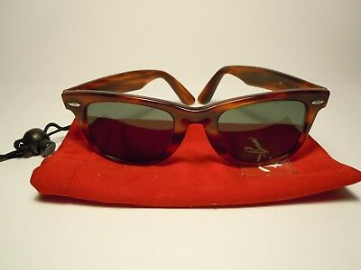RAY BAN  Wayfarer 5022 Vintage 70's by B&L  U.S. with its gum folder & bag