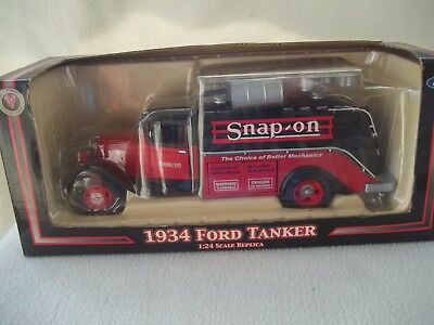 Snap-On 1934 Ford Tanker  Die Cast 1:24 Scale Replica