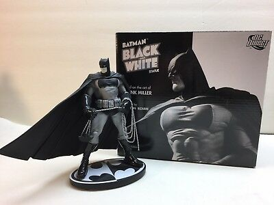 FRANK MILLER - DC Direct Batman BLACK and WHITE Statue - 1st First edition!
