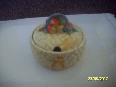 Clarice Cliff 1930's Celtic Harvest Pattern Prerserve pot and cover